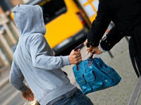 Dieb klaut Mann am Freiburger Hauptbahnhof die Einkaufstasche