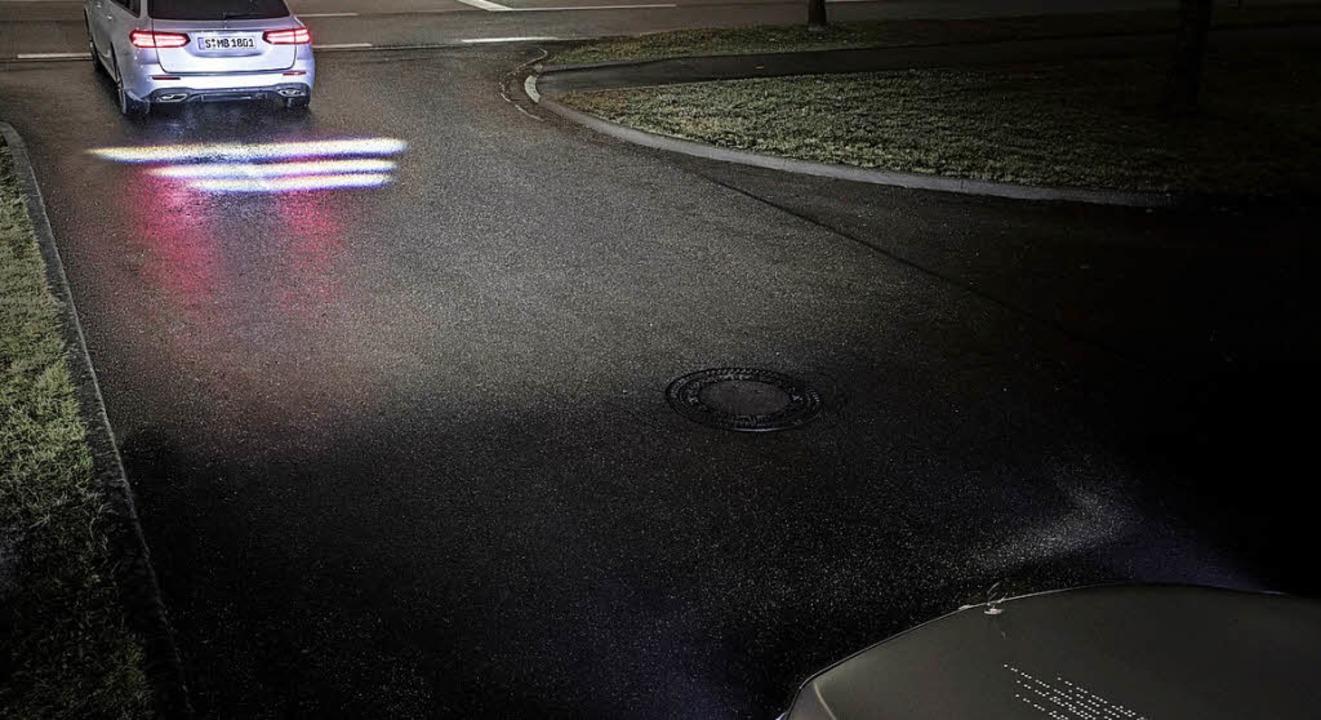 Blender wie früher müssen nicht mehr s...r werfen Warnhinweise auf die Straße.   | Foto: dpa/Opel/Daimler