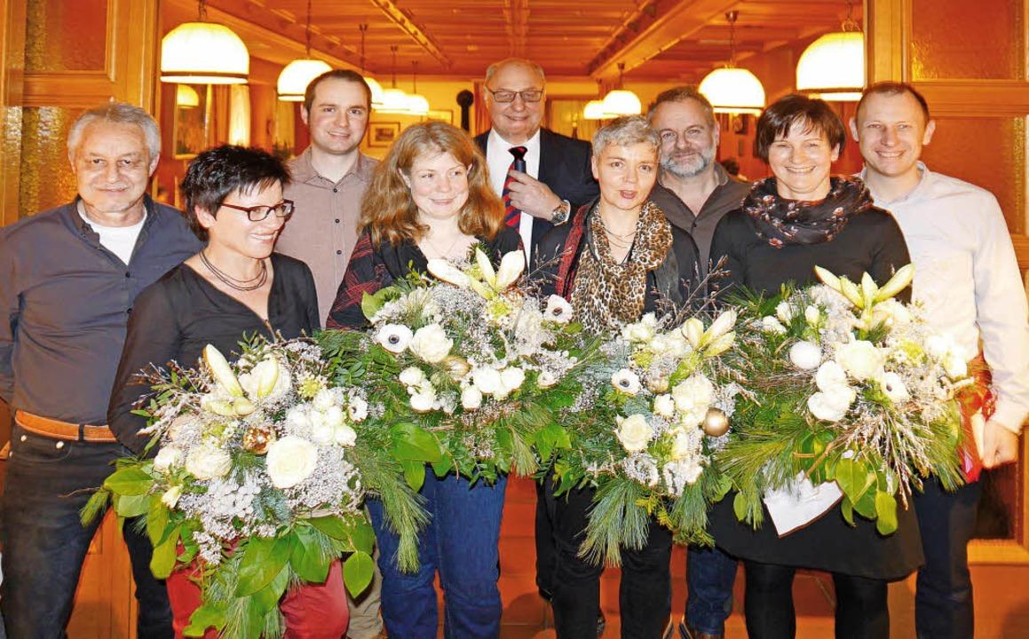 Die Jubilare: Josef Fehrenbach (35 Jah...) dankt ihnen und ihren Partnerinnen.   | Foto: ZVg