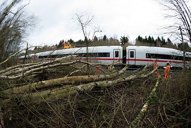 Orkan Friederike: Bahn stellt Fernverkehr ein