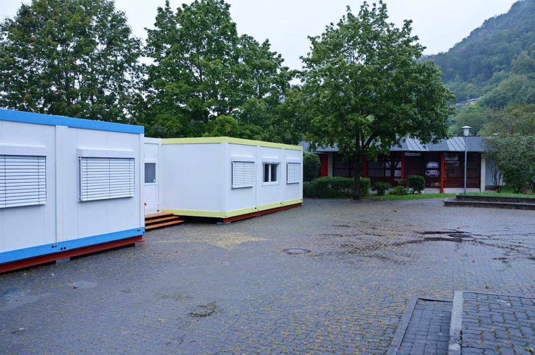Die Container dienen als provisorische...hlägt mit 42000 Euro im Jahr zu Buche.  | Foto: Horatio Gollin
