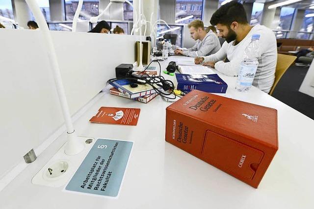 Die Freiburger UB hat nun Lernplätze nur für Juristen