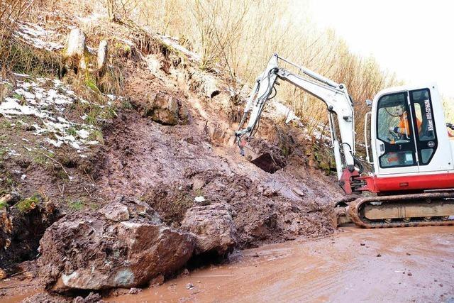 Erdrutsch blockiert Straße bei Wutachschlucht