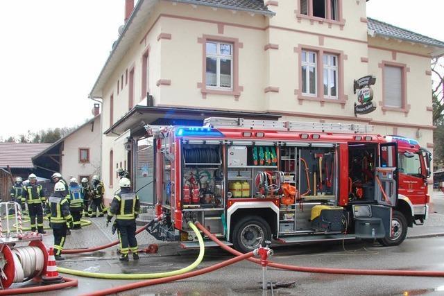 Feuer unterm Dach der Kanderner Kulturkneipe Chabah – zwei Kinder aus Wohnung gerettet