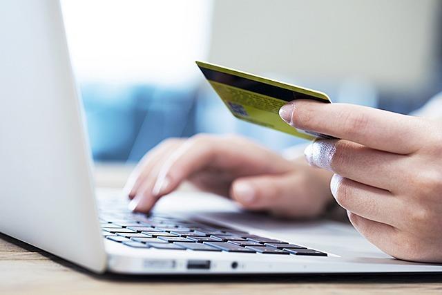 Vier Online-Betrüger prellen Kunden um 650.000 Euro