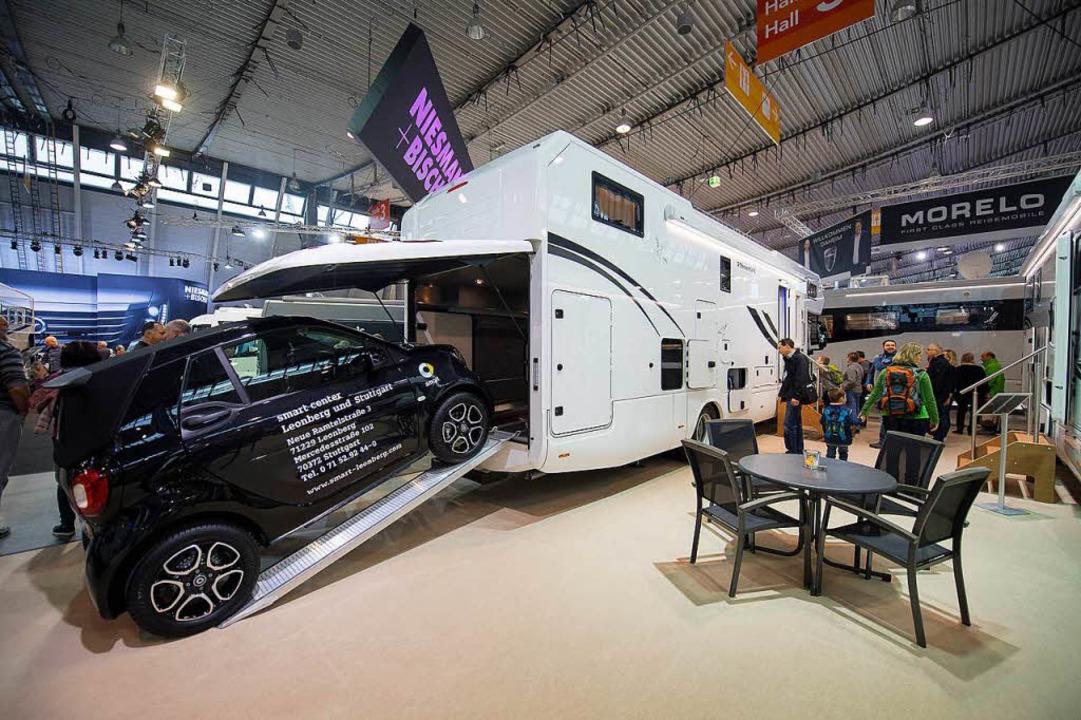 Auf der nach hinten offenen Luxusskala...  auf der Stuttgarter Campingmesse CMT  | Foto: dpa