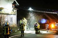 Feuerwehr rettet Bewohner aus brennendem Haus