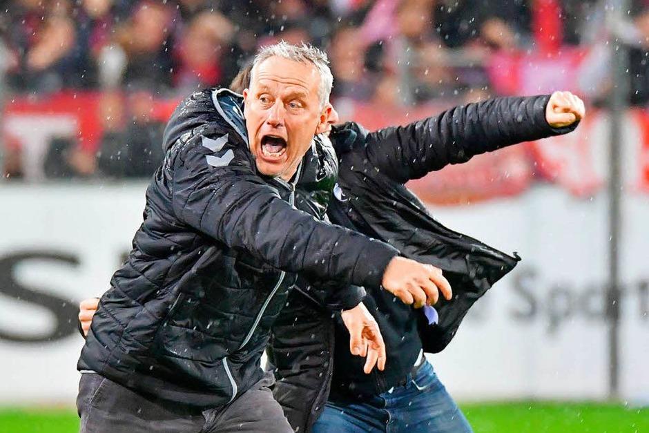 So schön feierte Christian Streich den Sieg des SC Freiburg über RB Leipzig. (Foto: Achim Keller)