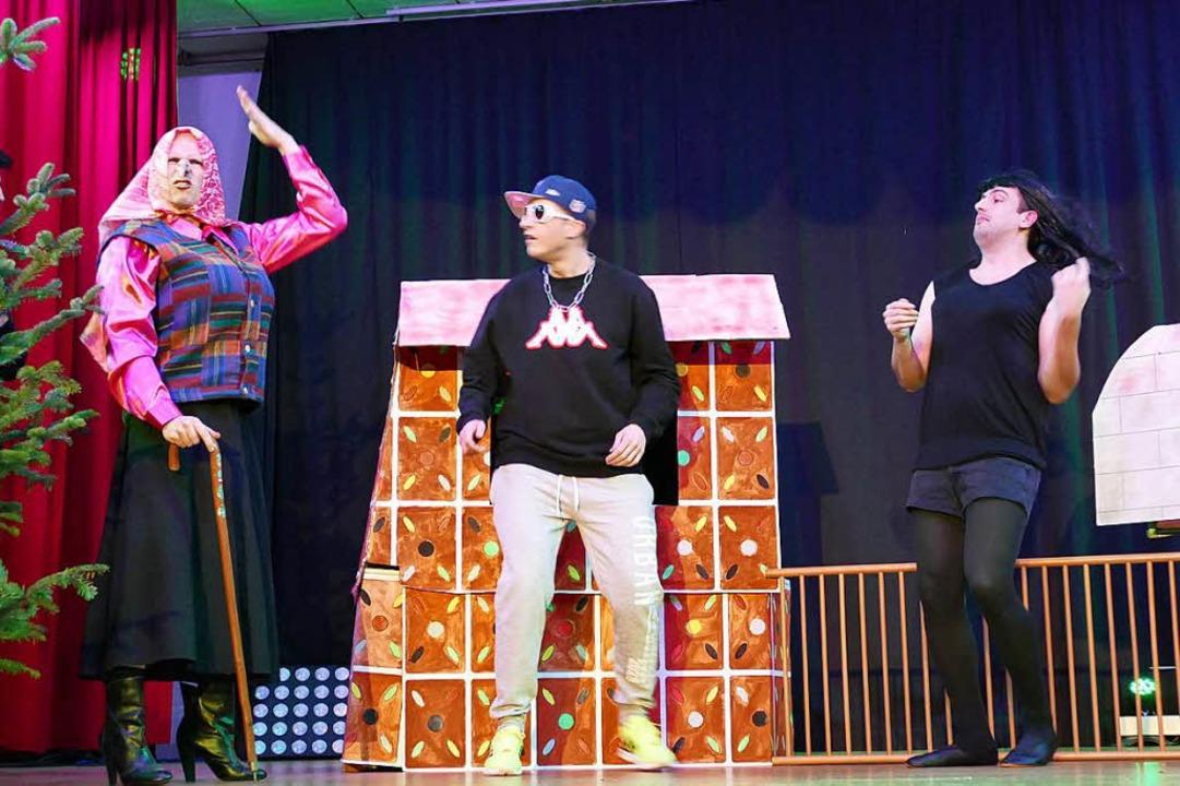 Voll krass: Hexe (Thomas Gut), Hänsel ...nd Gretel (Florian Isele) (von links).  | Foto: Jutta Binner-Schwarz