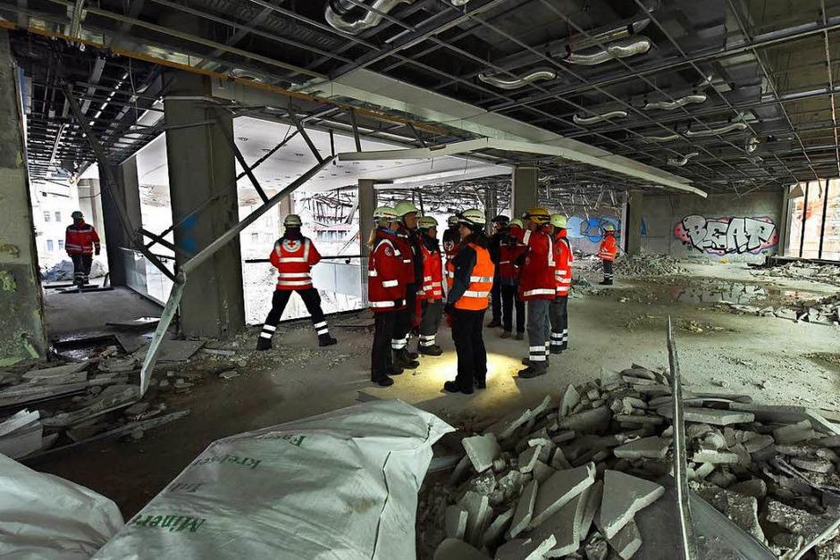 Rettungsübung im Abrisshaus (Foto: Rita Eggstein)
