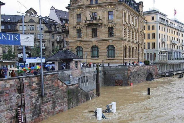 In Basel steigen die Pegel des Rheins