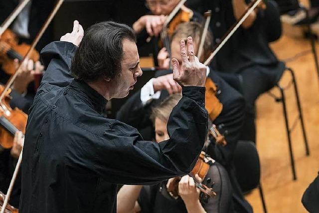 Teodor Currentzis – der künftige SWR-Chefdirigent wird in Freiburg mit Ovationen überschüttet