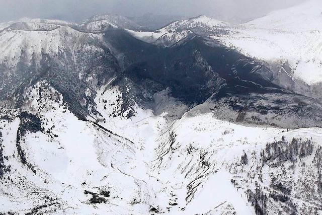 Vulkan-Gestein trifft Seilbahn in japanischem Skigebiet – Lawine tötet Soldaten