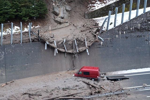 Erdrutsch blockiert Schweizer A2 - Hotel in Tirol evakuiert