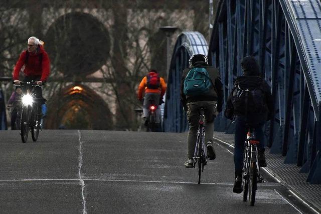 Stichprobe auf der Wiwili-Brücke: Von 100 Fahrradfahrern sind 33 ohne Licht unterwegs