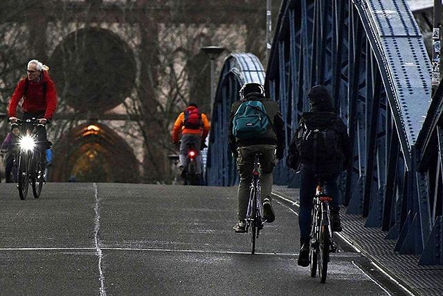 Stichprobe: Von 100 Radlern sind 33 ohne Licht unterwegs