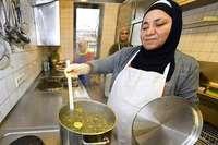 Wenn 15 Frauen aus zwölf Ländern gemeinsam kochen