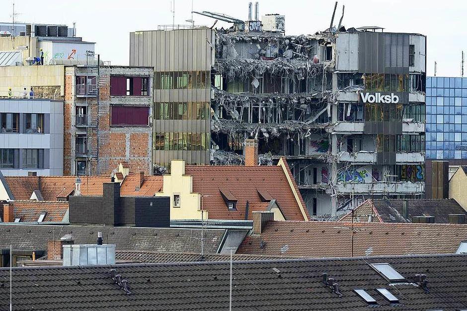 Abrissarbeiten an der Bismarckallee in Freiburg sind im vollen Gange. (Foto: Ingo Schneider)