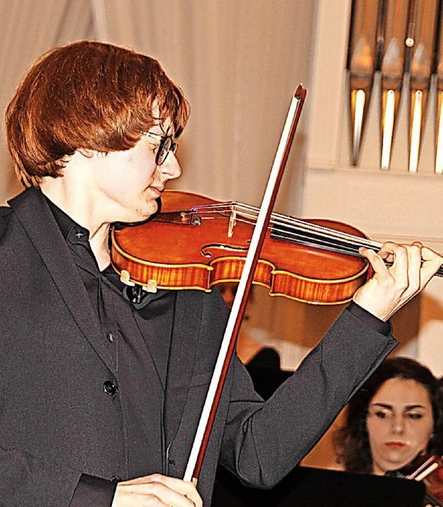 Mit dem Bayrischen Kammerorchester unt...len möglichen Beifallsbezeugungen hin.  | Foto: Margrit Matyscak