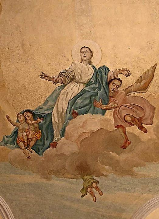 Fliegt der Engel vielleicht rückwärts?...h nach der Fertigstellung die Gemüter.    Foto: Christa Maier