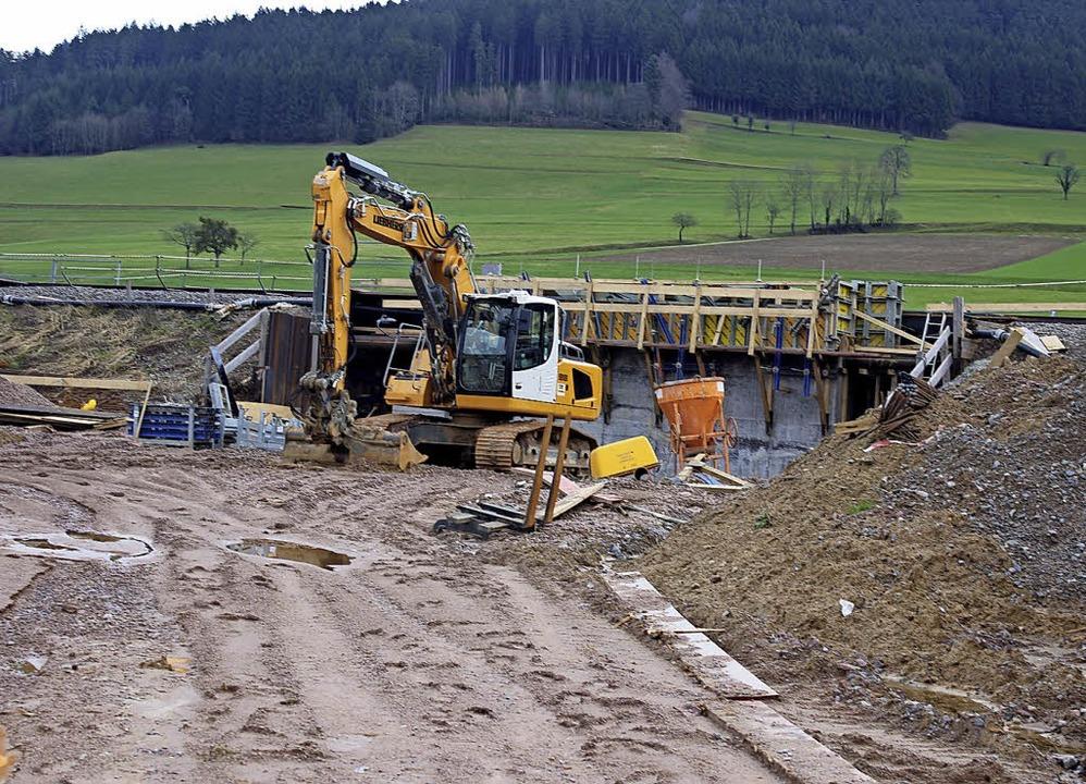 In Niederwinden sind die (Vor-)Arbeite...s geplanten Tunnels am Brand erkennen.  | Foto: Bernd Fackler