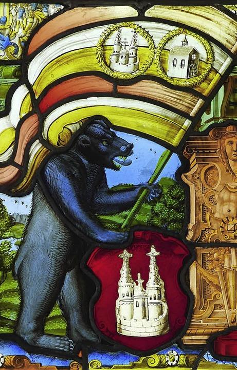 Der Bär steht für Stärke. Er schwenkt ...ge Verbundenheit der beiden Städte an.  | Foto: M. Seidler