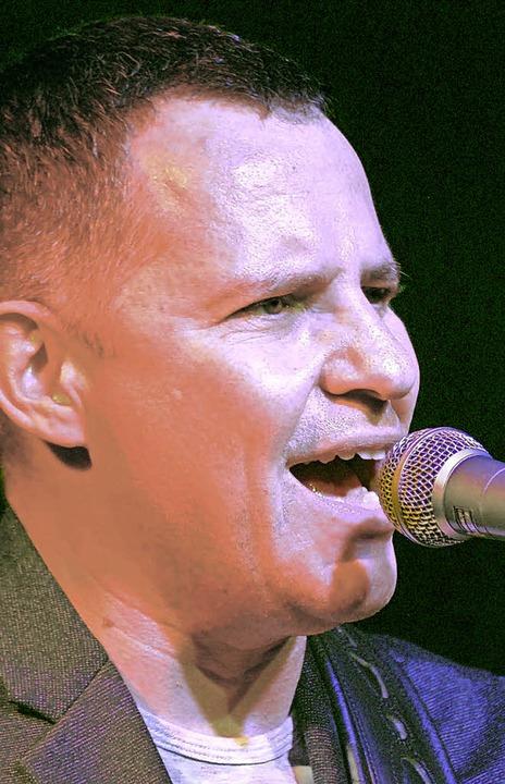 Guy King ist ein kraftvoller Blues-Sänger mit prägnanter Stimme.  | Foto: Loisl Mink