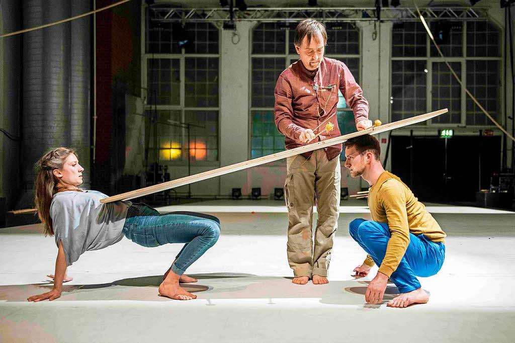 bauen tanzen spielen a house im freiburger e werk theater badische zeitung. Black Bedroom Furniture Sets. Home Design Ideas