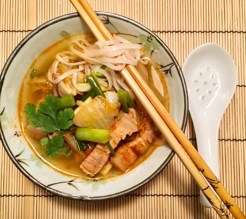 Und obendrauf Koriander – ein Muss in der asiatischen Küche  | Foto: stechl