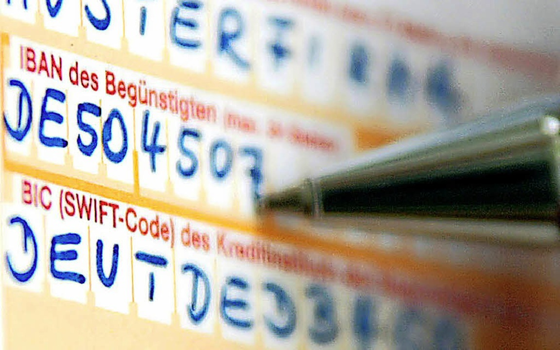 Für die Kunden der Volksbank Müllheim ändert sich die IBAN ihres Kontos.   | Foto:  dpa