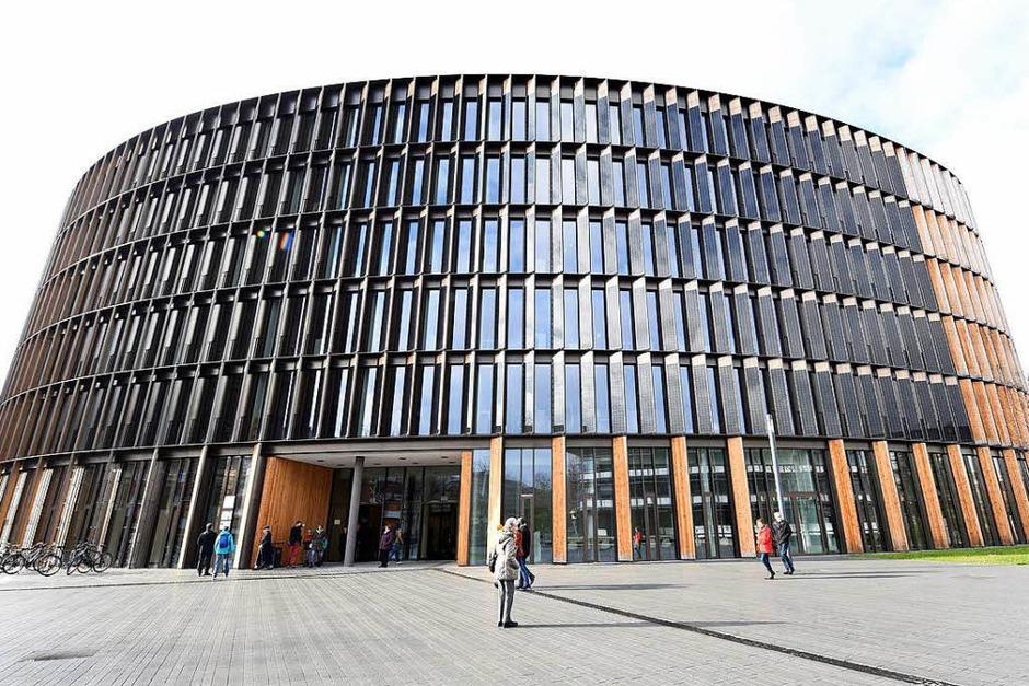 Ein Blick hinter die Kulissen: Das neue Rathaus im Stühlinger wollten viele Bürgerinnen und Bürger besichtigen. (Foto: Rita Eggstein)