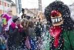 Buntes Narrentreiben in Müllheim zum Jubiläum