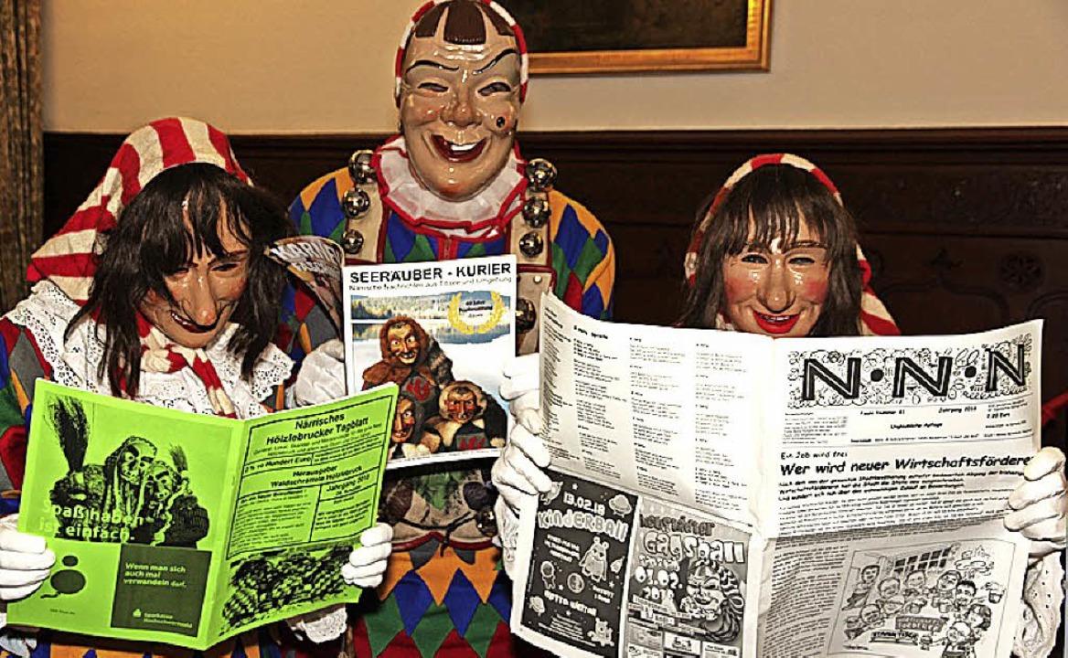 Da müssen Gigs und Gägs schmunzeln: Lustiges steht in den drei Narrenzeitungen.  | Foto: Eva Korinth