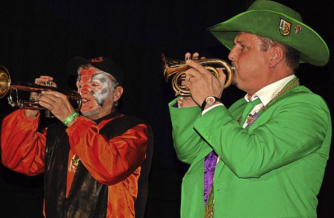 Den Narrenmarsch blies Narrengötti Adi...Widmann von der Gugge-Brass-Band Murg.  | Foto: Hildegard Siebold