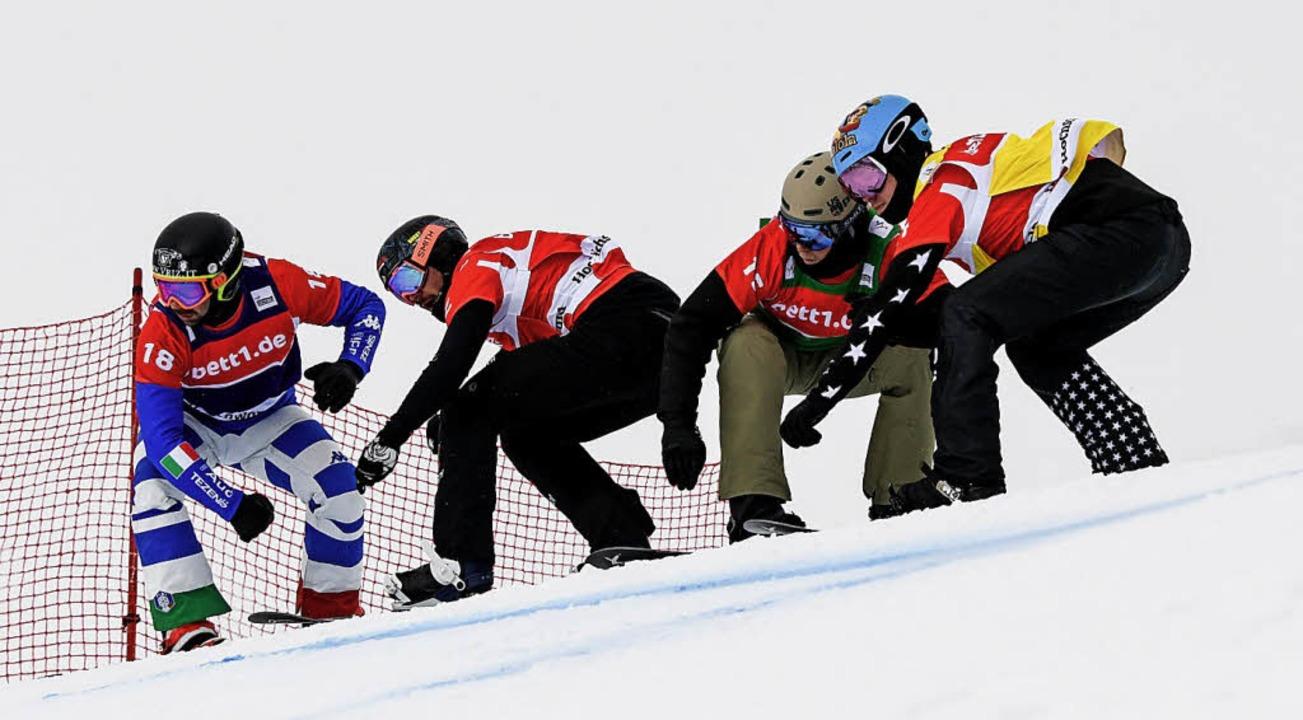 Dicht an dicht: Paul Berg (Zweiter von links) bei einem seiner furiosen Ritte.  | Foto: dpa