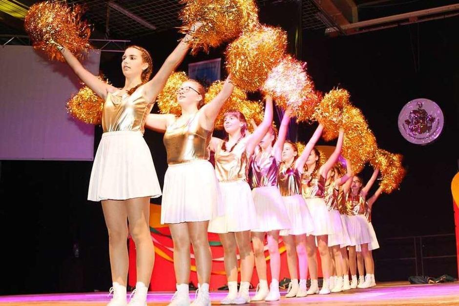 Glitzerndes Outfit, gekonnter Auftritt: die Jugendgarde der HKG auf der Bühne (Foto: Helmut Hassler)