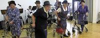 Rollator-Tanz und Fußball-Senioren