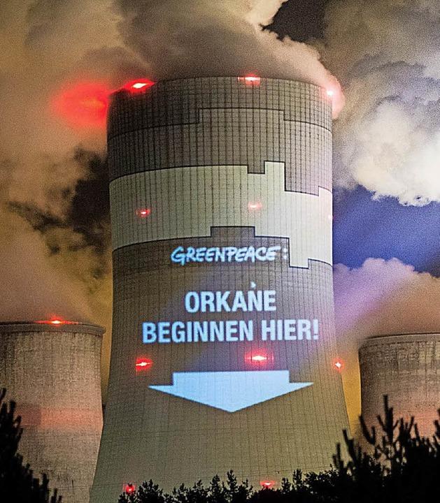 Greenpeace protestiert gegen dieses polnische Kohlekraftwerk.  | Foto: dpa