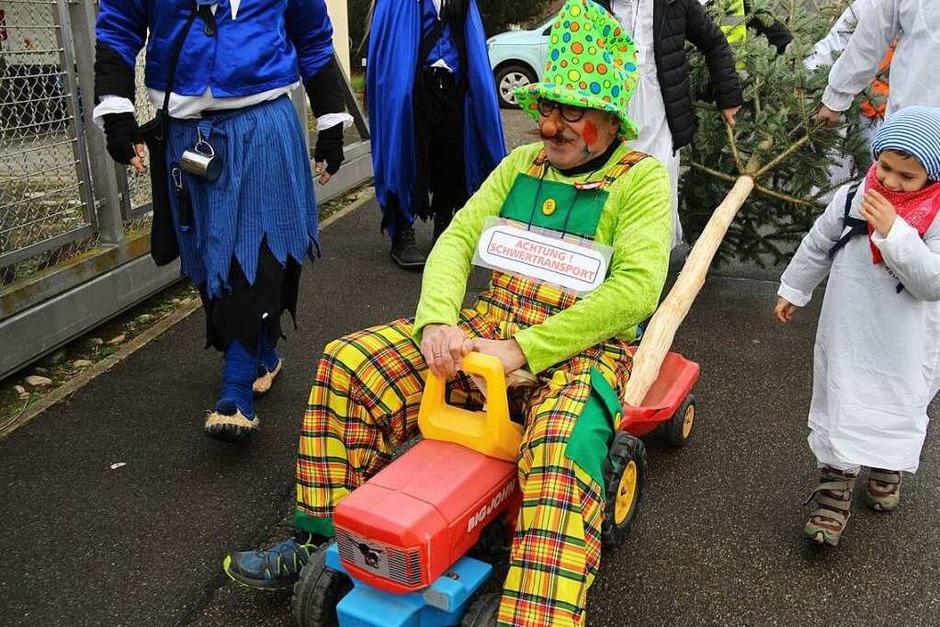 Bötzingens Bürgermeister übt sich als Schwertransporter. (Foto: Horst David)