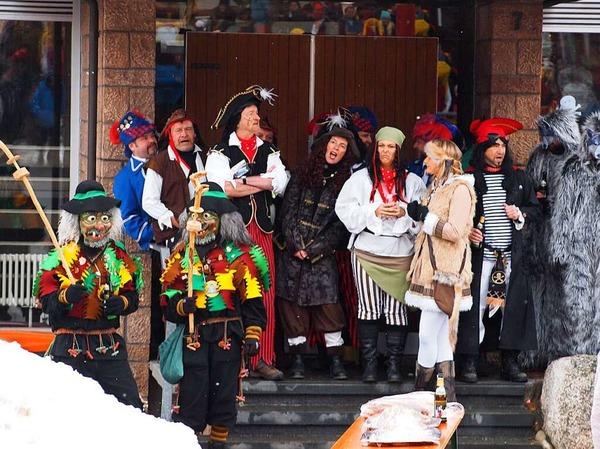 Als Piraten geben sich Bürgermeister und Gemeinderat in Schluchsee.