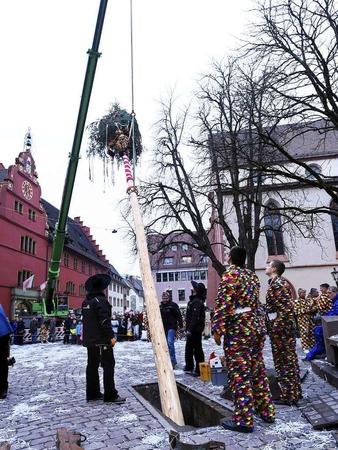 Die Breisgauer Narrenzunft versammelte sich erst zum Sternenmarsch auf das Rathaus, dann wurde das historische Gebäude gestürmt. Jetzt sind die Narren unter Führung von Oberzunftmeister Matthias Moser bis Aschermittwoch an der Macht.