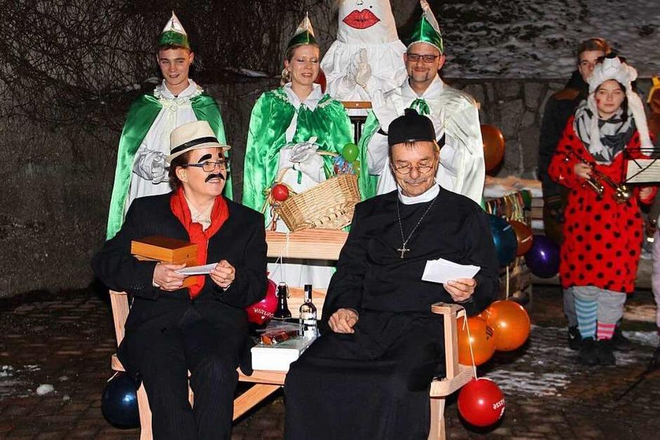 Bürgermeister Gerd Schweinlin als Don Camillo und Pfarrerin Susanne Roßkopf als Bürgermeister Peppone (Foto: Rolf-Dieter Kanmacher)