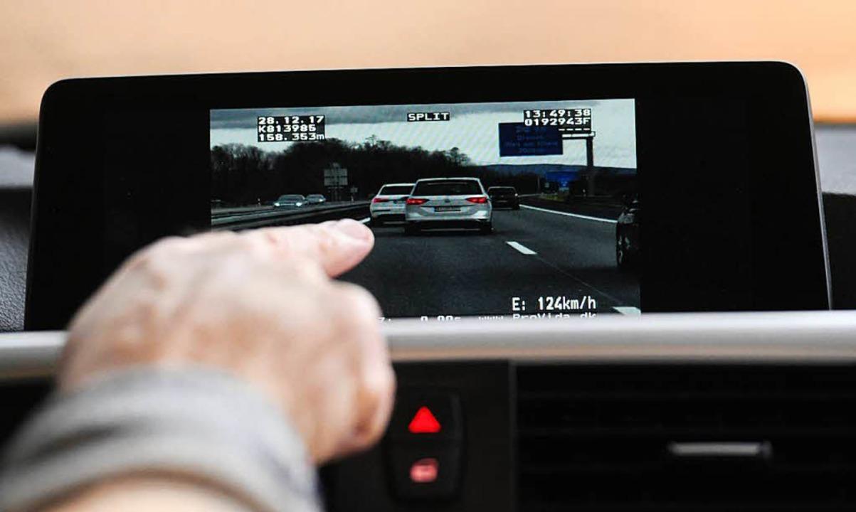 Unterwegs mit dem Videowagen  | Foto: dpa
