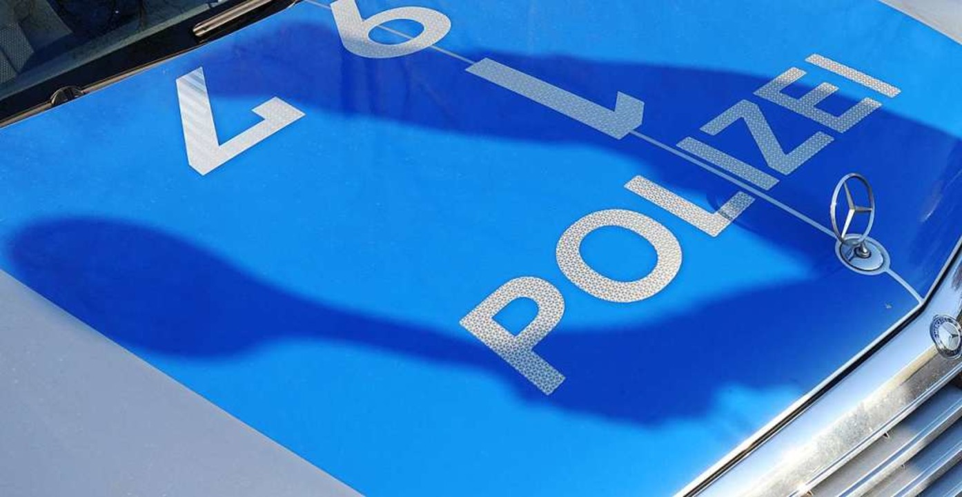 Die Polizei fahndet nach dem tatverdächtigen 19-Jährigen (Symbolbild).  | Foto: dpa
