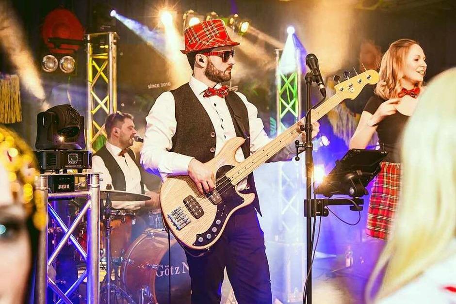 Phantasievoll kostümierte Gäste und viele Bands – davon lebt der Kripoball in der Mensa Rempartstraße. (Foto: Julia Klauss)