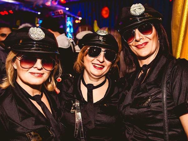 Phantasievoll kostümierte Gäste und viele Bands - davon lebt der Kripoball in der Mensa Rempartstraße.