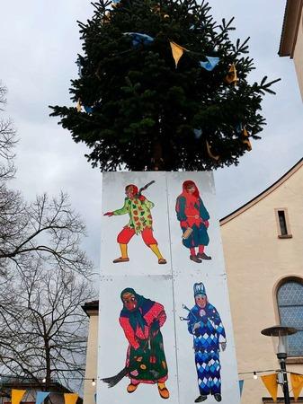 Der Narrenbaum mit den Symbolen der vier Krozinger Zünfte.