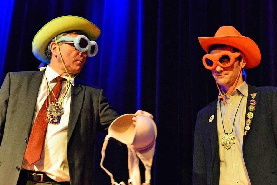 Im Duell: Der amtierende Oberbürgermeister Dieter Salomon (Grüne) und sein Herausforderer Martin Horn (von der SPD unterstützt) müssen Größen schätzen. (Foto: Michael Bamberger)