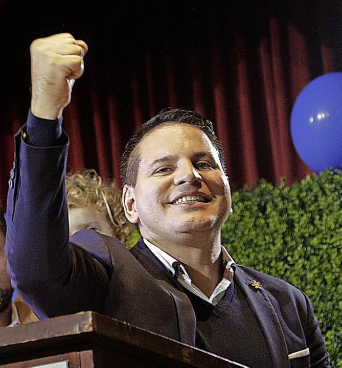 Der Gewinner des ersten Wahlgangs, Fabricio Alvarado  | Foto: dpa