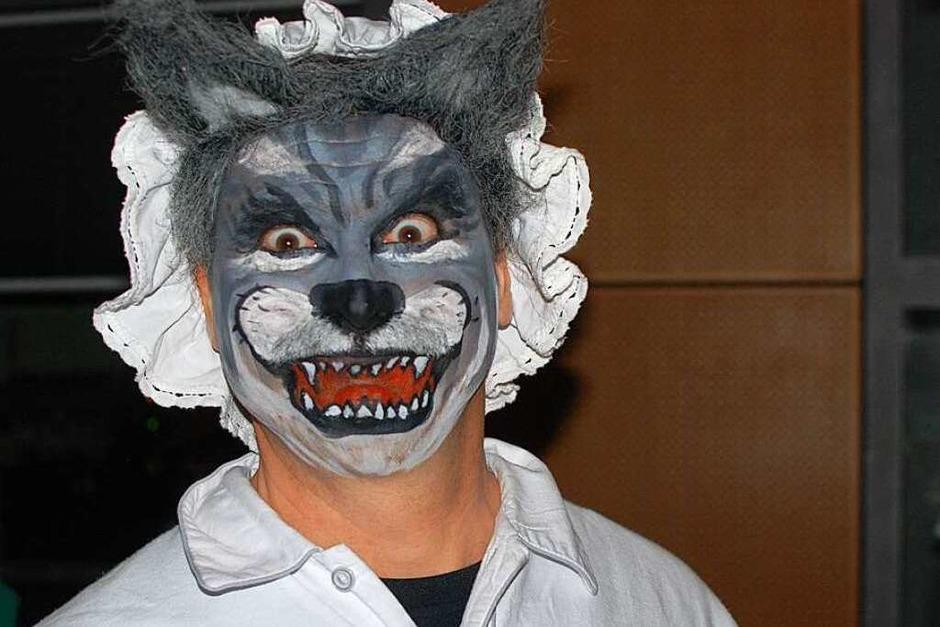 Ausgefallene Kostüme, Bühnenstücke, Tanz und Guggemusik gab es beim Ebringer Narrenabend. (Foto: Louis Groß)